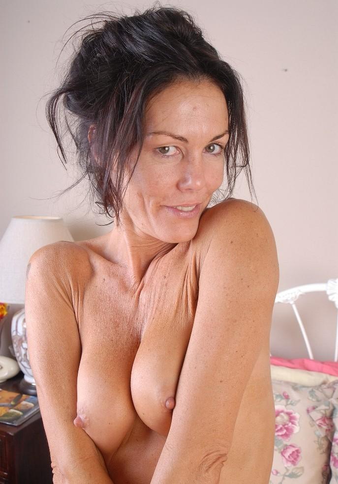 Zum Sexthema Milfdating bzw. Erfahrene Damen nimm Kontakt auf zu Frederike.