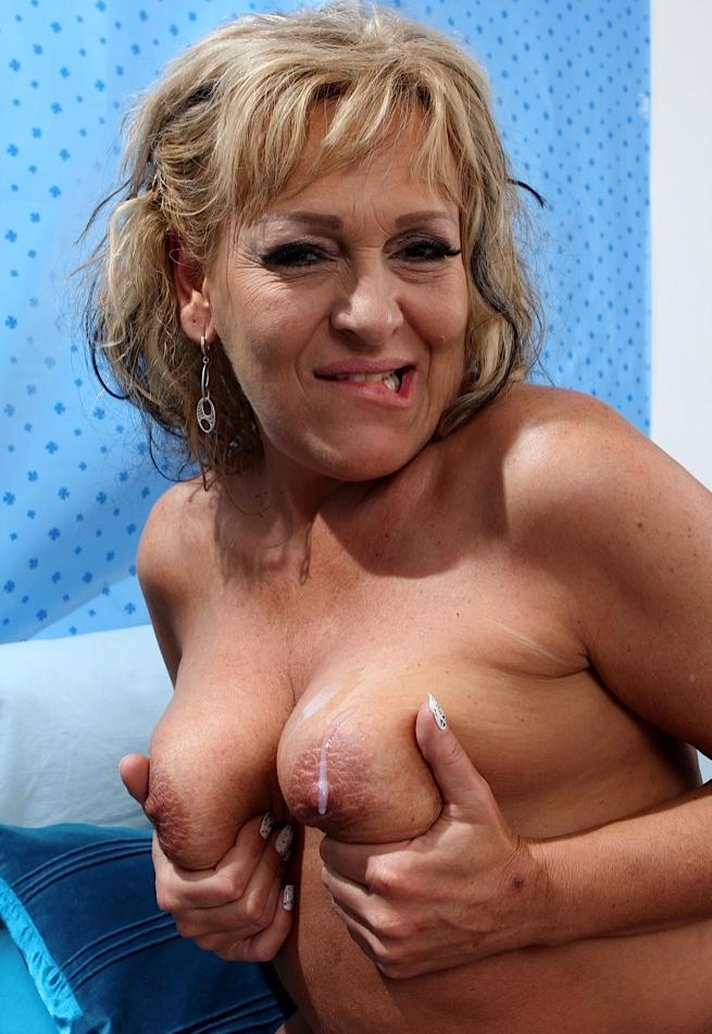 Bezüglich Reale Rubensfrauen wie auch Private Mamas erwartet Dich im Chat Tanja.