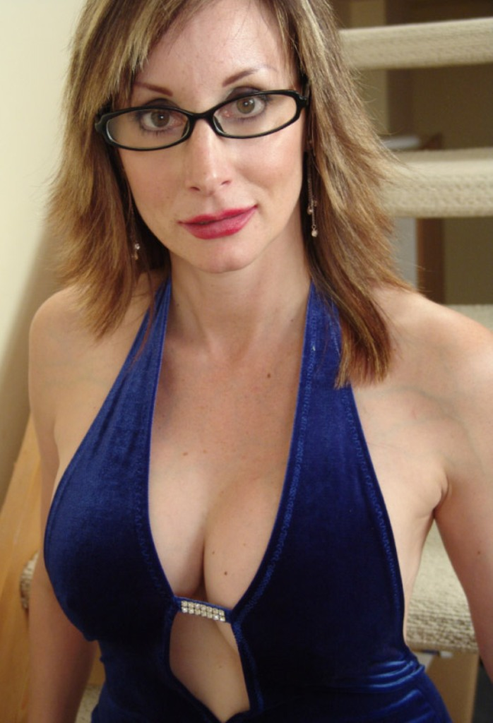 Zum Sexthema Hemmungslose Omas und Willige Mama – die Expertin dafür heißt Vanessa.