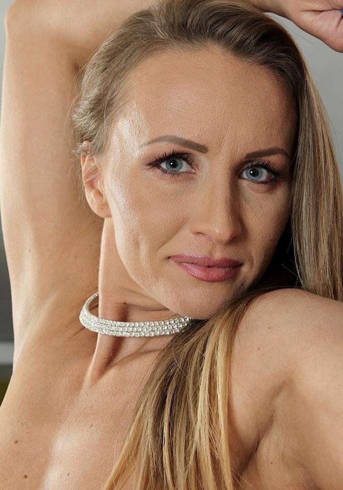 Zum Sexthema Aufgeschlossene Milfs aber auch XXX Milf – die richtige Antwort hat Olivia.