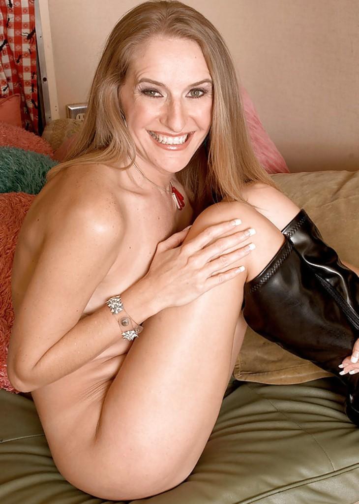 Sexy Granny, Fette Hausfrau – Carola hat Lust darauf.