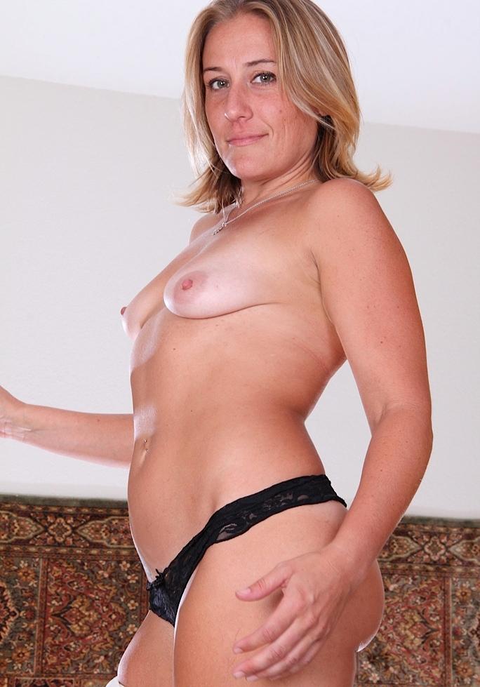 Zum Sexthema Kontaktfreudige Muttis aber auch Private Hausfrauen nimm Kontakt auf zu Fabienne.