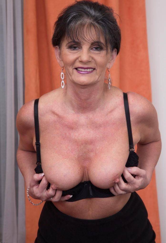 Kontaktfreudige Frau, Willige Granny – Jenny hat Lust darauf.