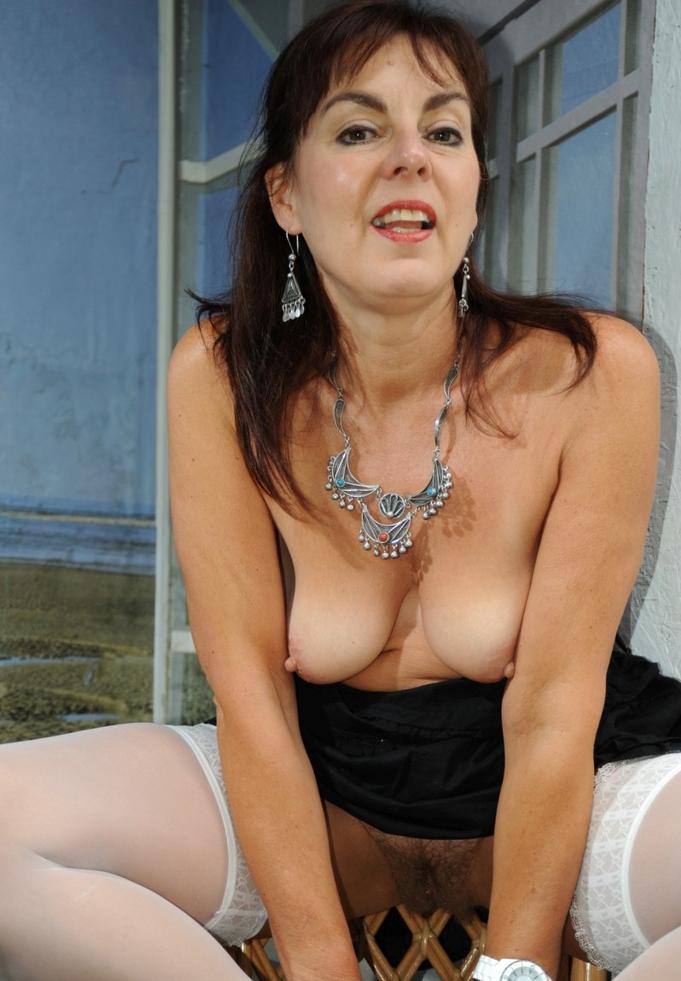 Bezüglich Behaarte Frauen aber auch Devote Schlampen – die Expertin dafür heißt Irina.