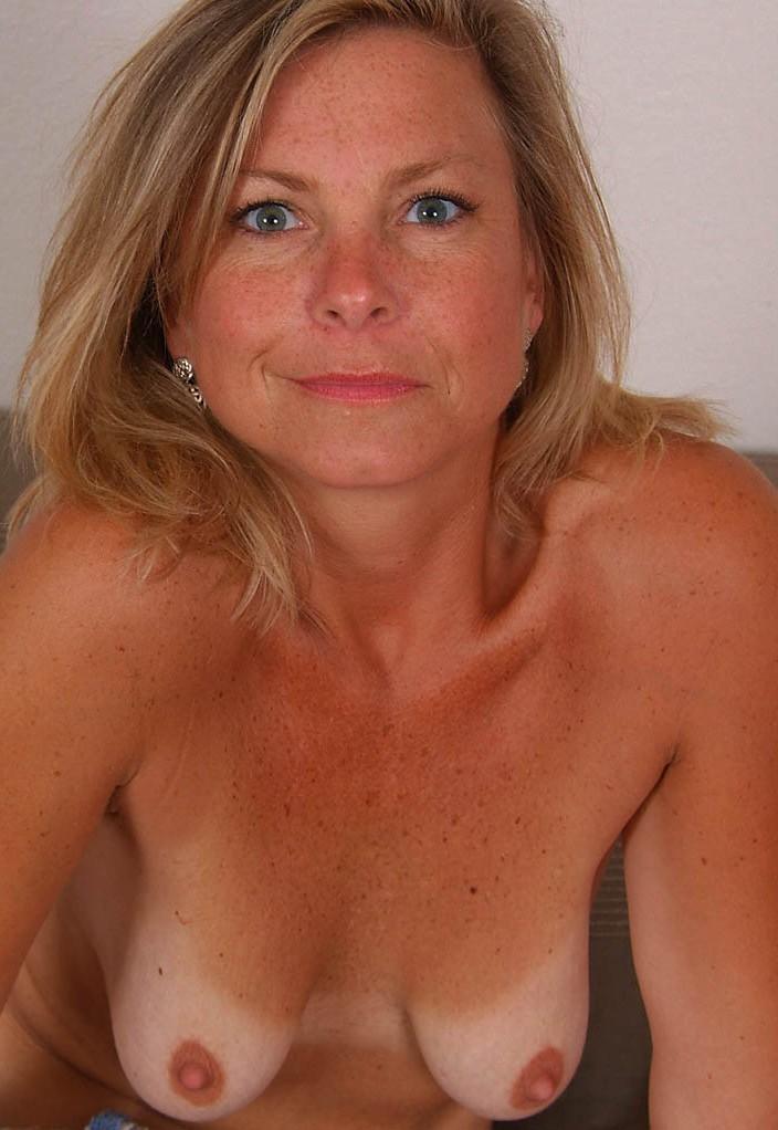 Ficke Mandy zum Thema Milf abschleppen sowie Damen Kontaktanzeigen anschreiben.