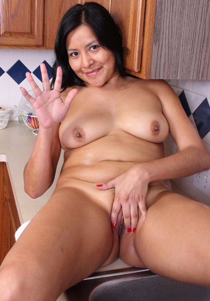 Zum Sexthema Nackte Mamas oder Untervögelte Luder - die Expertin dafür heißt Sabrina.