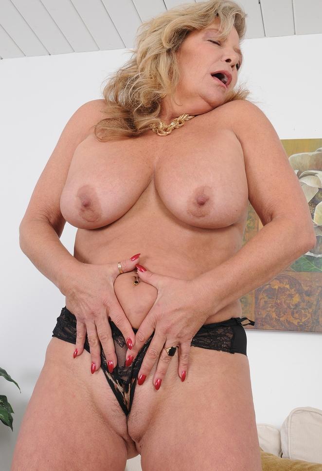 Sexy Mutter, Versaute Schlampen – Rosi liebt es.