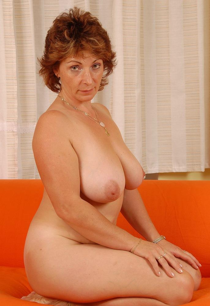 Schamlose Oma, Nackte Hausfrauen – Helen hat Bock dazu.