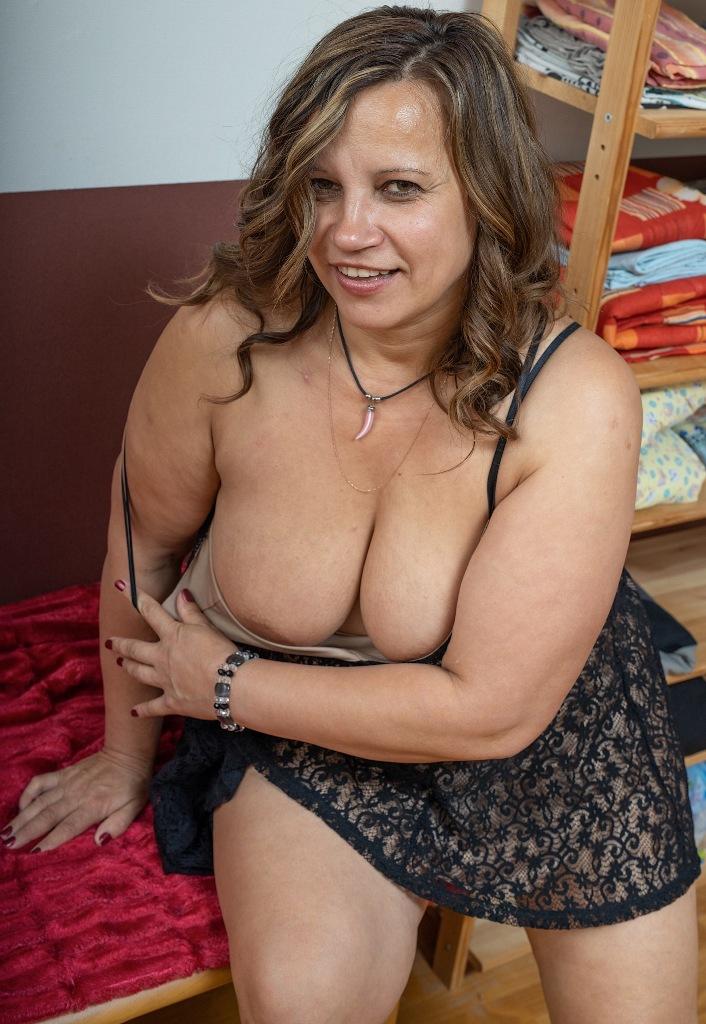 In Sachen Sexy Cougar bzw. Mannstolle Gilf nimm Kontakt auf zu Dunja.