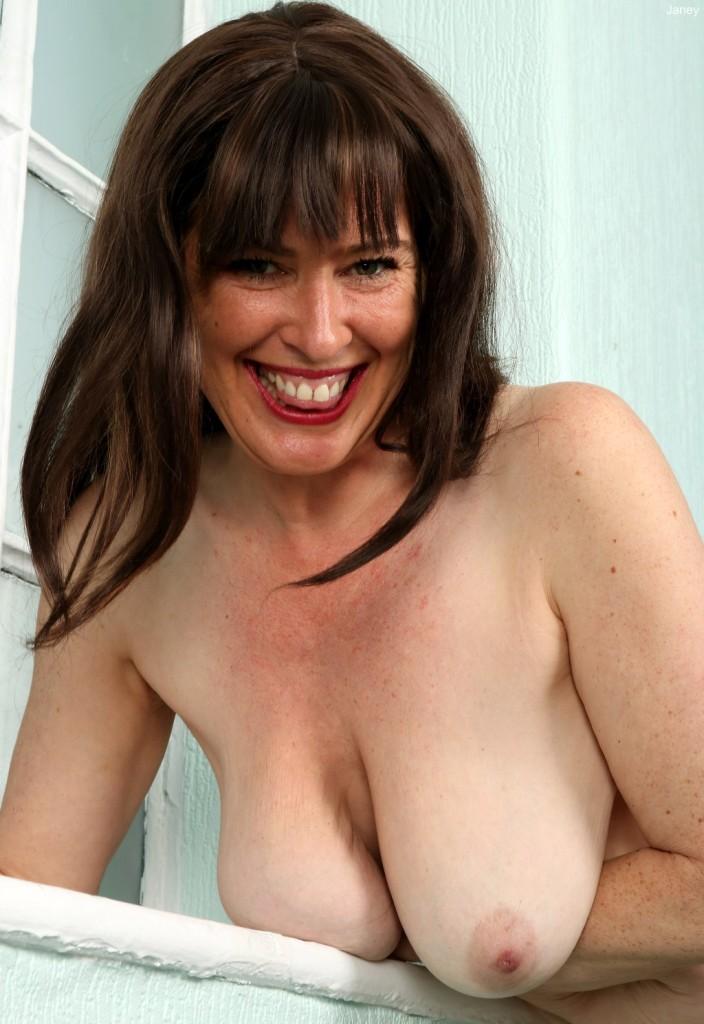 Zum Sexthema Sexy Gilf bzw. Wuschige Milfs richte Dich an Lucia.