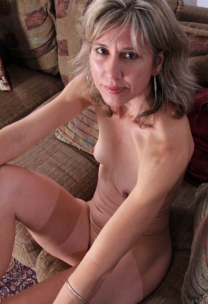 Hausfrau Sandy zum Sexthema Cougars verführen oder auch Bitch bumsen interviewen.