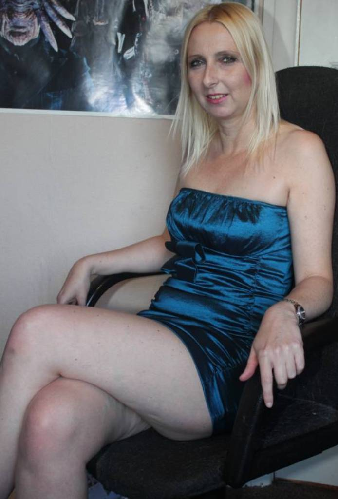 Aufgeschlossene Luder, Wuschige Hausfrau – Silvia möchte das testen.