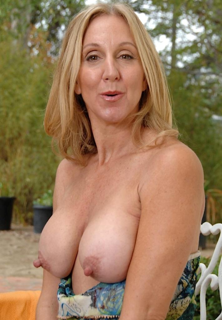 Mannstolle Hausfrauen, Zeigefreudige Cougar – Daniela will das auch.