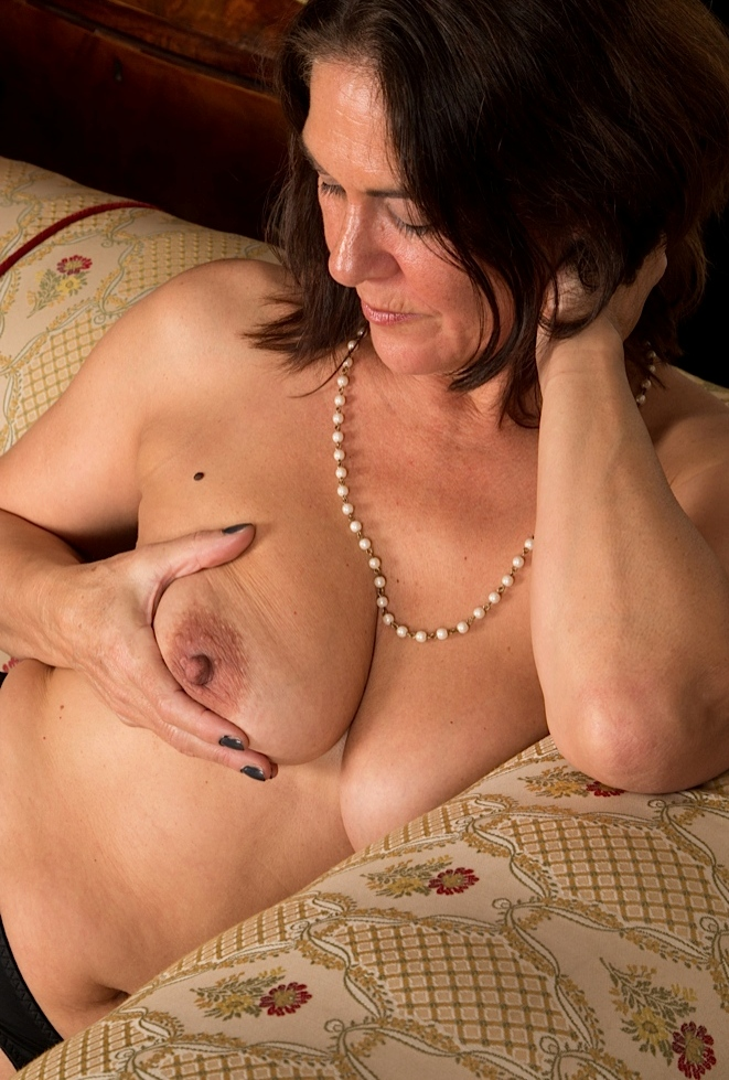 Geile Rubensfrauen, Gepiercte Mama – Susi hat Interesse.