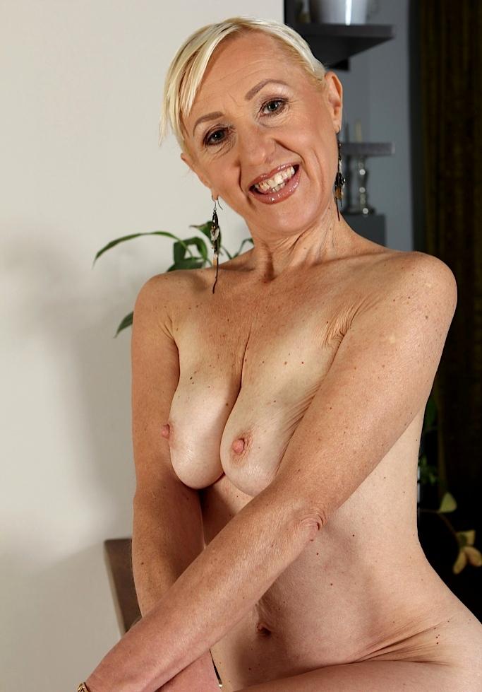 Heisse Hausfrauen, Frivole Hausfrauen – Diana hat Bock dazu.
