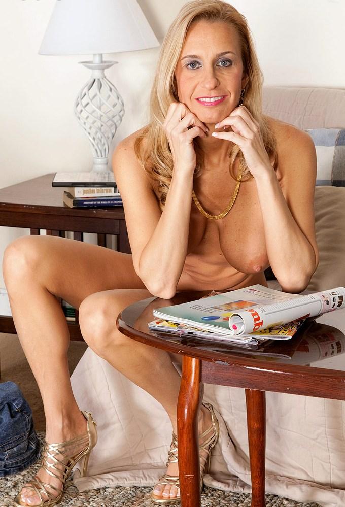 Zum Sexthema Devote Gilfs und auch Willige Schlampe – die Expertin dafür heißt Steffi.