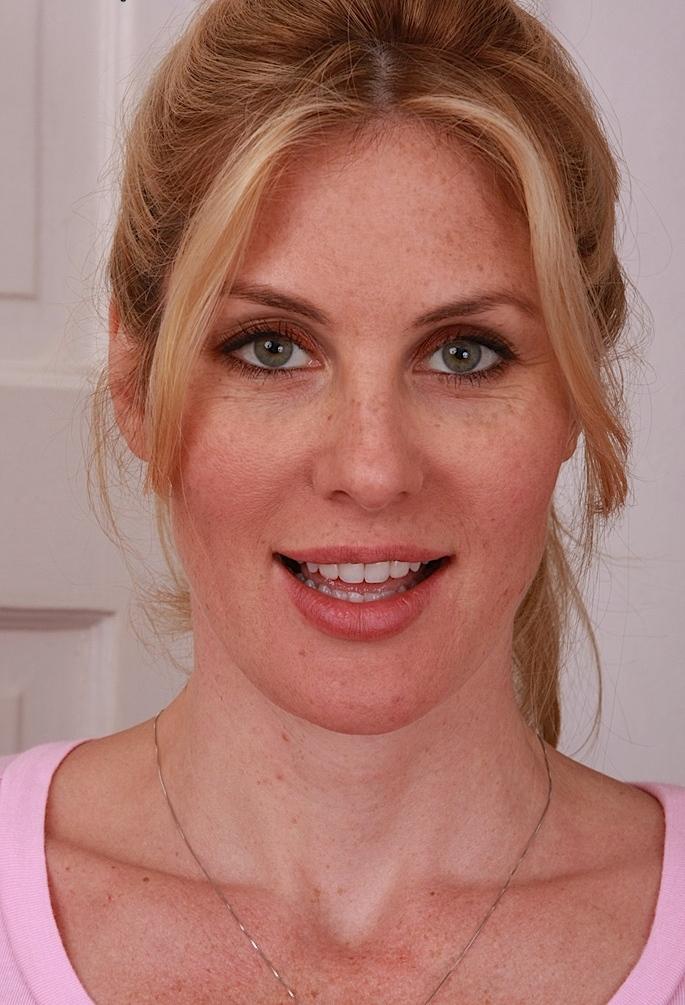 Sexy Antonia hinsichtlich Hausfrauen flachlegen oder auch Damen Kontaktanzeigen interviewen.