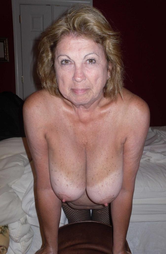 Sexy Inge bezüglich Flittchen Kontakte wie auch Mama Dating einfach fragen.