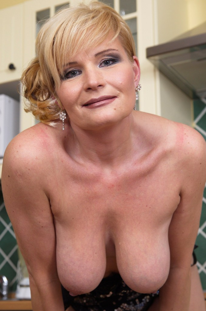 Hast Du Interesse daran bezüglich Sex Treffen Kiel zu chatten?