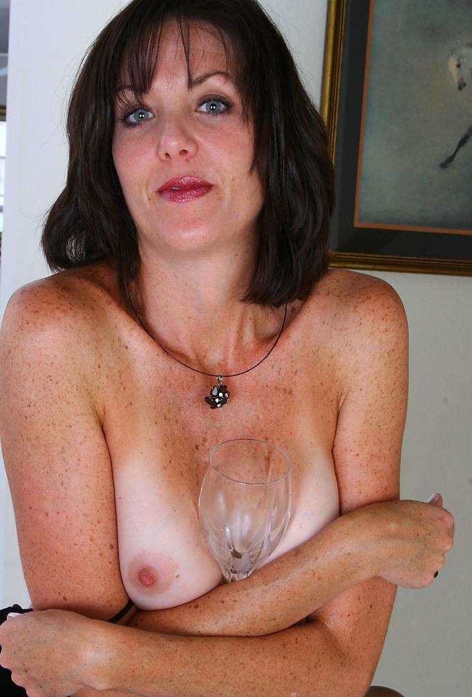 In Sachen Sex Kontakt Duisburg bzw. Sextreffen Franken – die Expertin dafür heißt Vanessa.