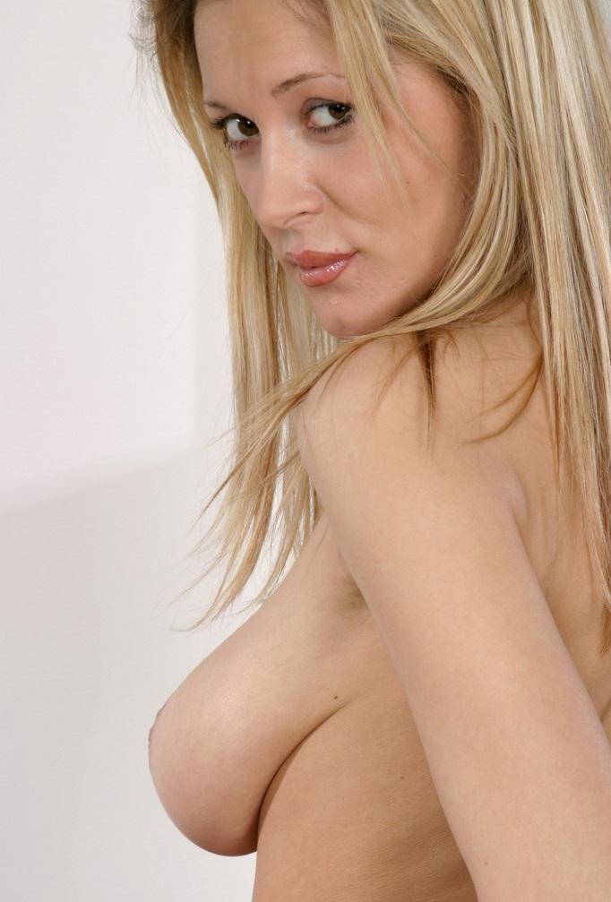 Fickstute Alexandra in Sachen Sex Kontakten Frankfurt aber auch Privatsex Kassel befragen.