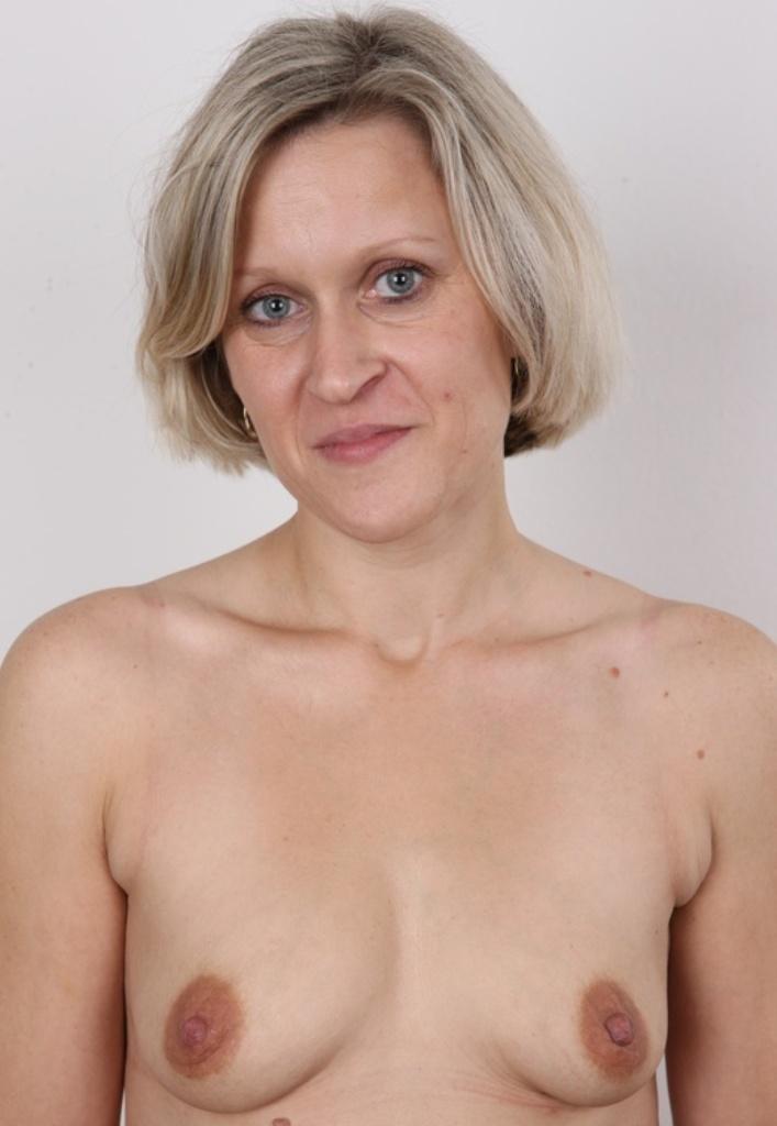 Bezüglich Sexdates Duisburg oder auch Sie sucht Sex Erfurt richte Dich an Camilla.
