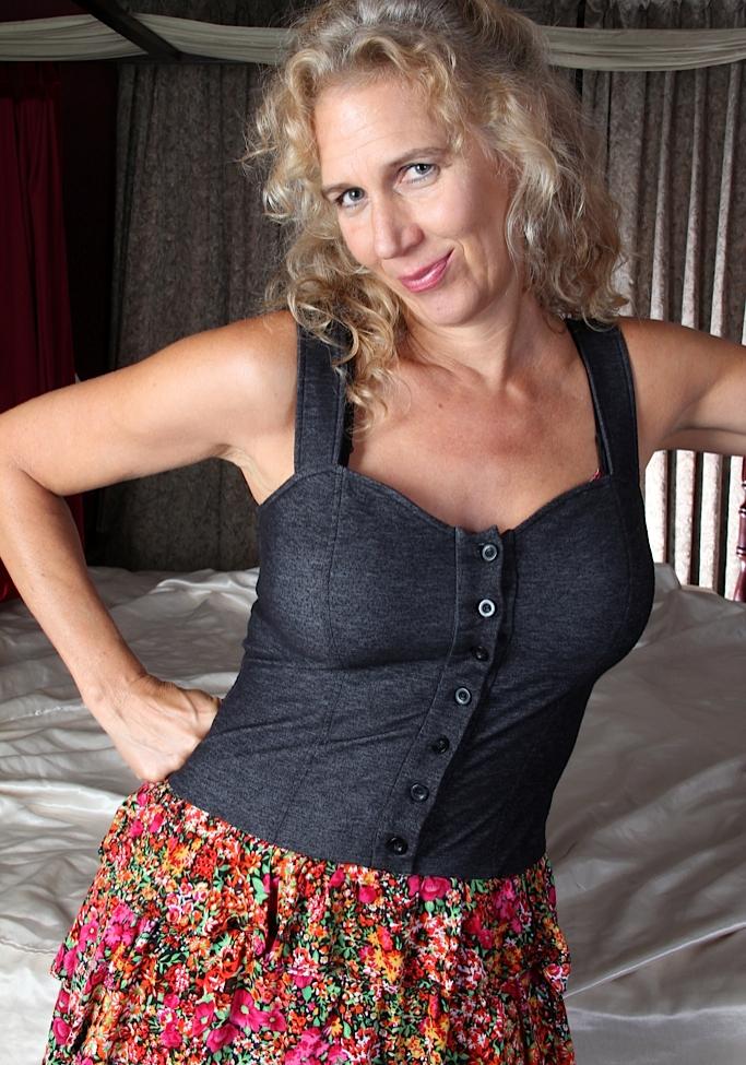 Zum Thema Erotikdate Düsseldorf und auch Erotische Kontakte Frankfurt frag Camilla.