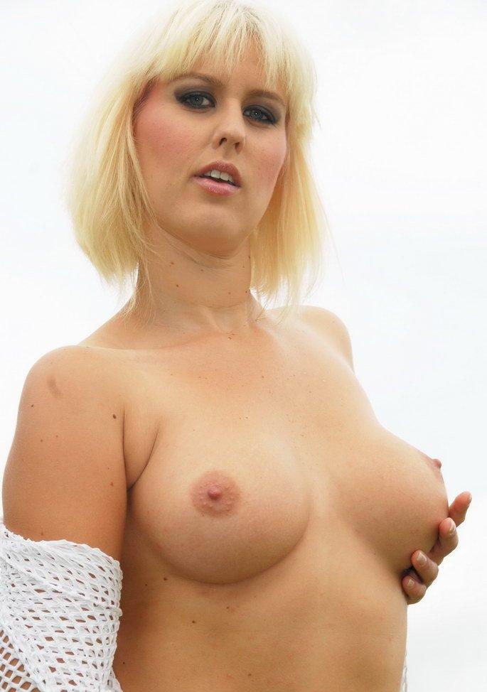 Bezüglich Sexkontakte Duisburg oder auch Sie sucht ihn Essen richte Dich an Carola.