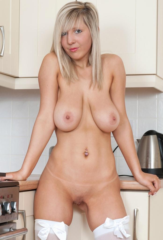 Bezüglich Sexkontakte Duisburg und Erotik Kontakt Essen – die Richtige dafür ist Karina.