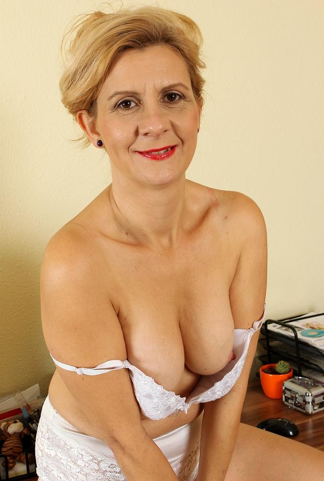 In Sachen Sie sucht Sex Potsdam und auch Sex Anzeige Saarbrücken – die Expertin dafür heißt Antonia.