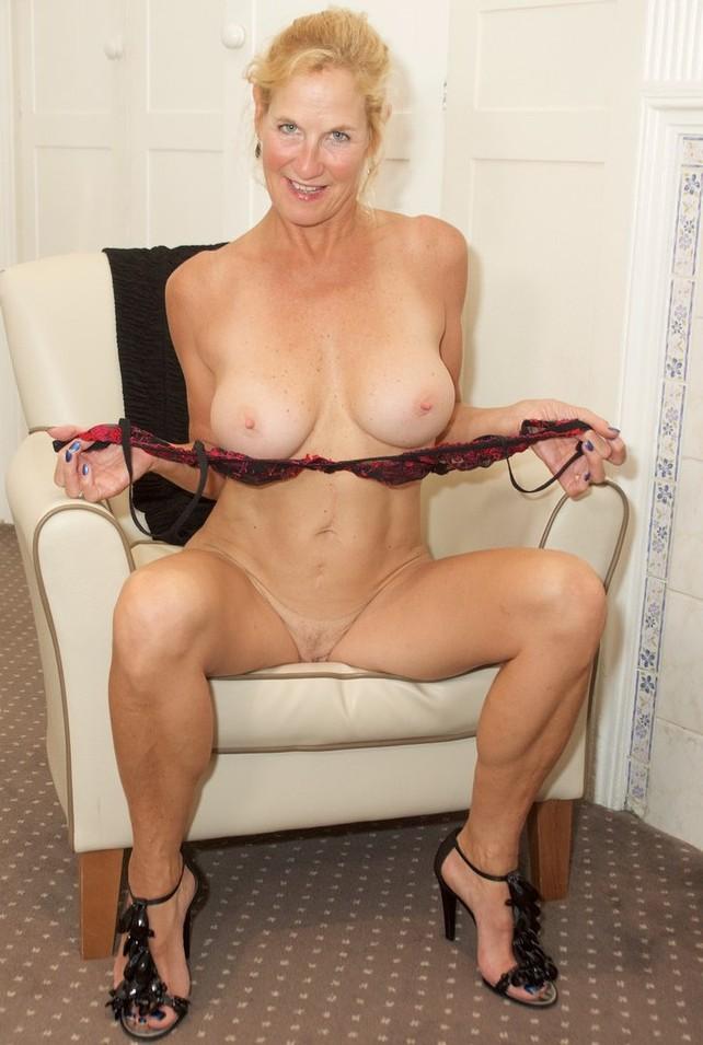 Oma Lea in Bezug auf Reife Frauen Hamburg wie auch Erotische Treffen Innsbruck interviewen.