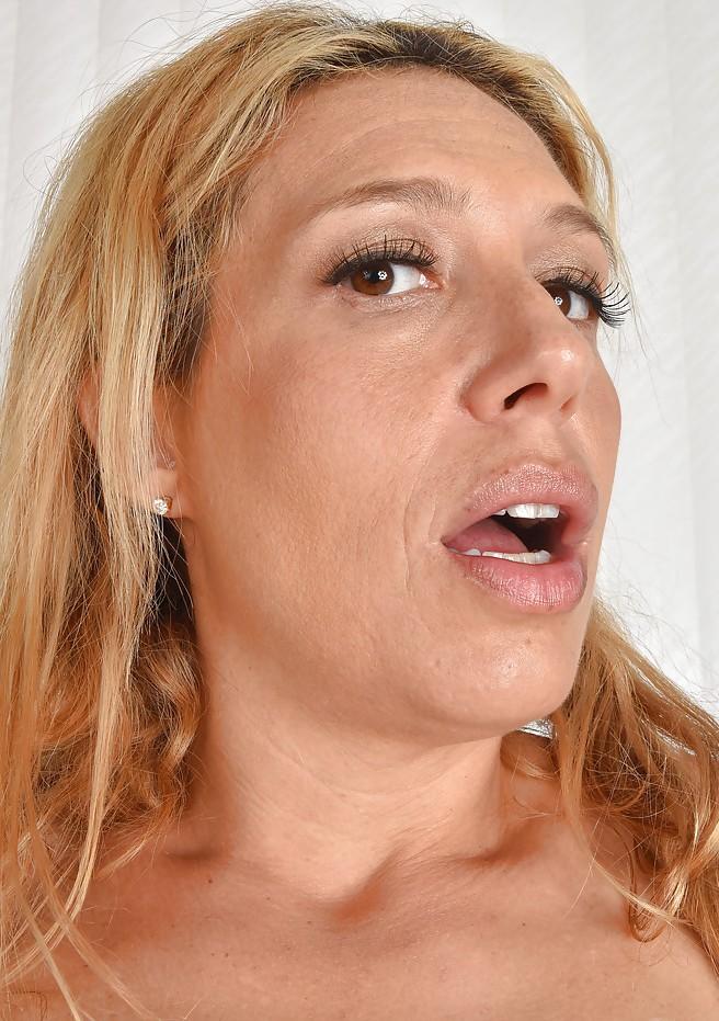 Zum Thema MILF Kontakte Ruhrgebiet und Blind Dates Tirol kontakatiere doch Susan.