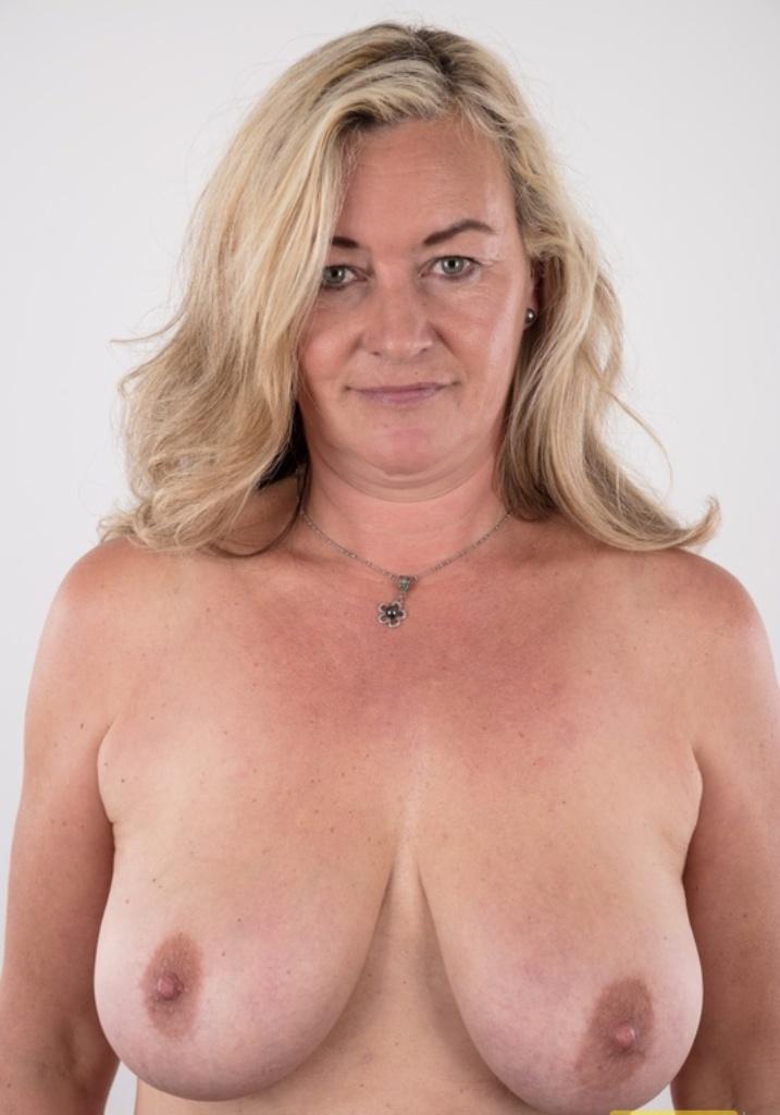 Bezüglich Sextreffen Rostock bzw. Erotik Kontakte Stuttgart – die Expertin dafür heißt Miriam.