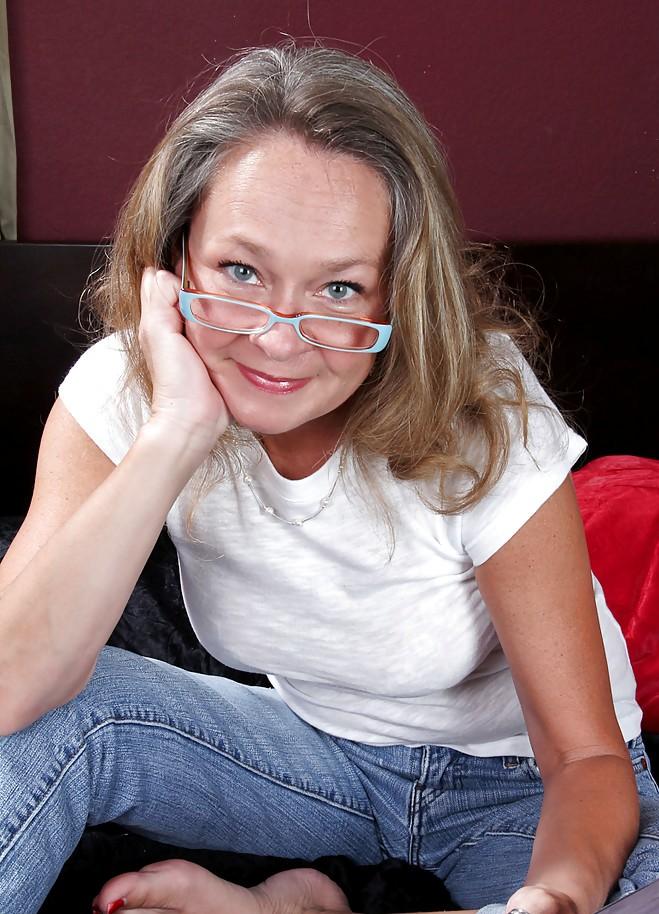 Cougar Olivia hinsichtlich Sie sucht ihn Hamburg wie auch Erotische Treffen Kassel um Rat fragen.