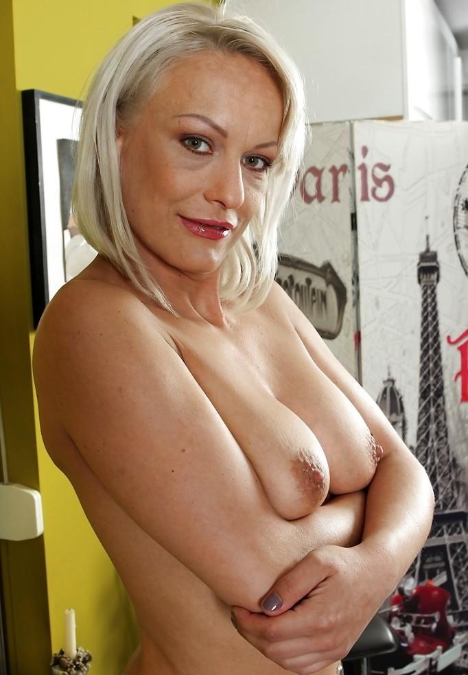 Sextreffen Magdeburg, Erotik Treffen Potsdam – Beatrice hat Interesse.