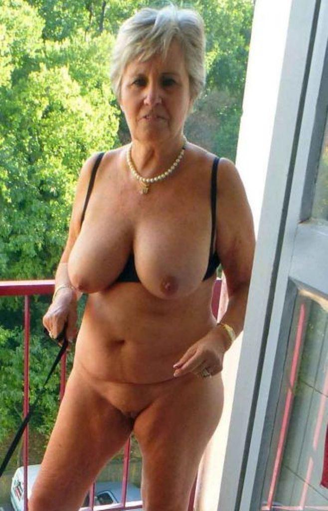 Bezüglich Sexkontakte Ruhrgebiet wie auch Reife Frau Stuttgart kontakatiere doch Lieschen.